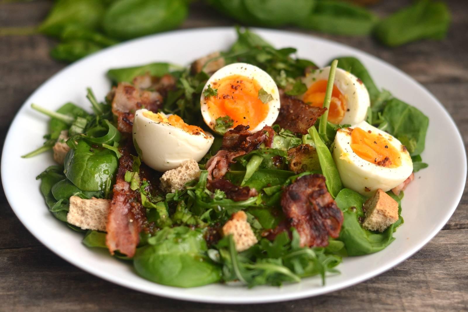 Sült baconos, tojásos saláta recept főfotó