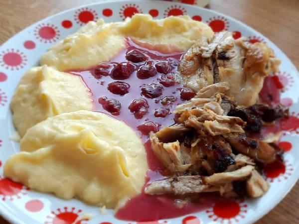 Meggymártás, krumplipürével, sült hússal
