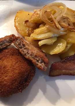 Rántott hús darált húsból, tepsis krumplival