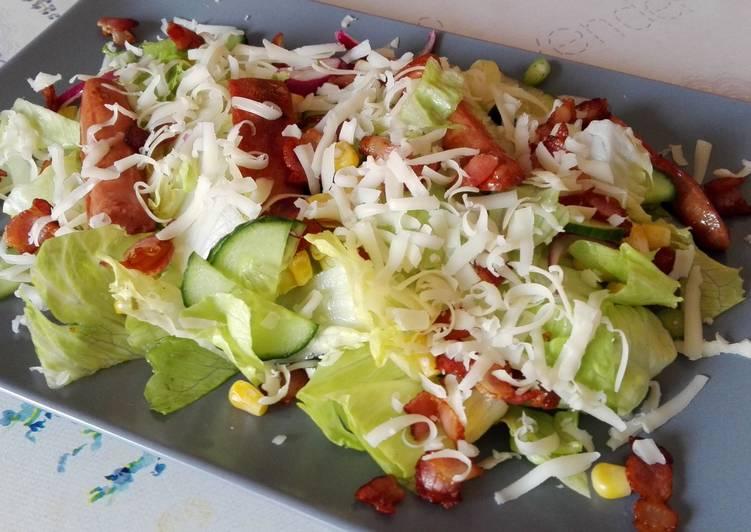Baconos-virslis saláta