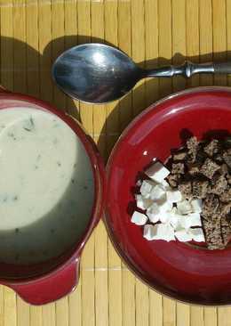 Kaporkrémleves feta sajttal, pirított zsemlekockával GM