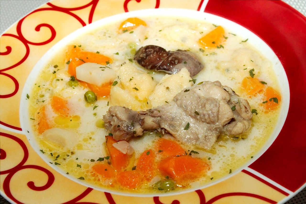Csirke becsinált leves recept főfotó