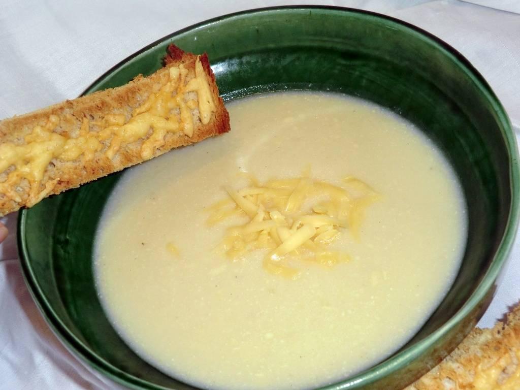 Karfiol krémleves recept, sajtos pirítóssal főfotó