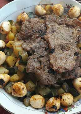 Kövön sütött sertésszűz párolt zöldségekkel