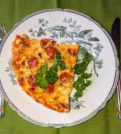 Paradicsomos, medvehagymás pite 3 féle sajttal