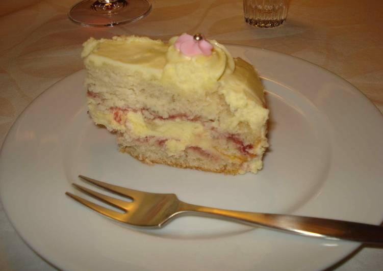 Krémes vanília torta eper lekvárral