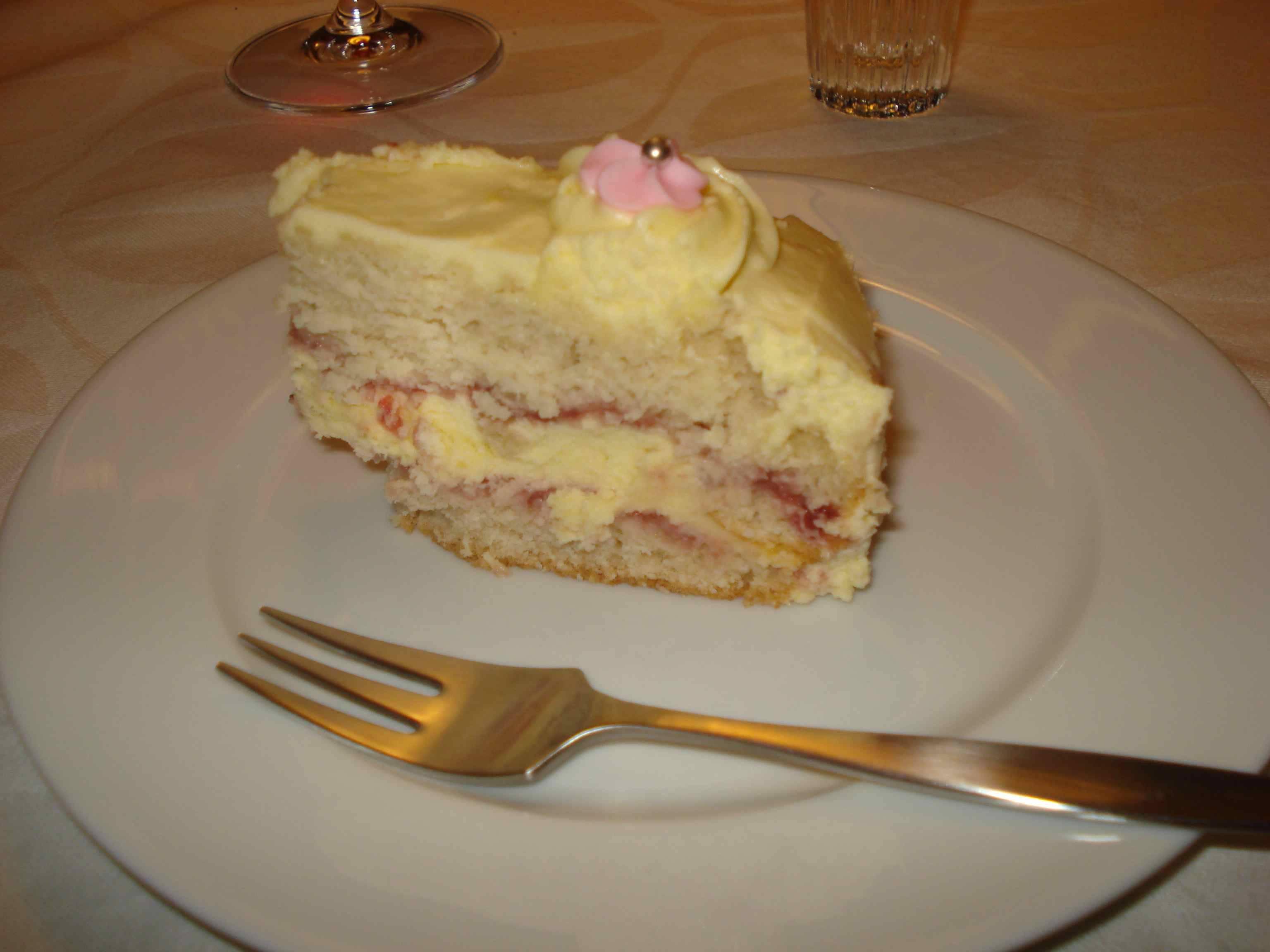 Krémes vanília torta eper lekvárral recept főfotó