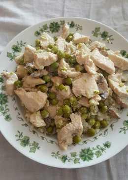 Csirkefalatok zöldborsóval és gombával recept