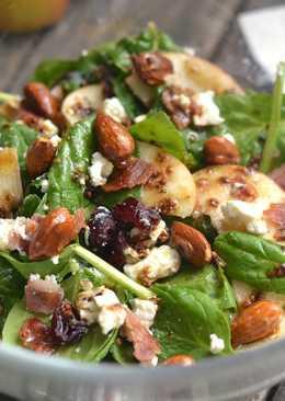 Spenótos almás baconos saláta recept karamellizált mandulával