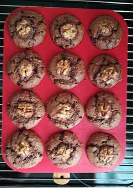 Csoki-diós-meggyes muffin