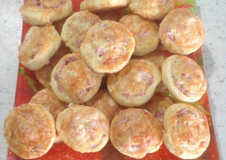 Tormás-sonkás-sajtos csiga
