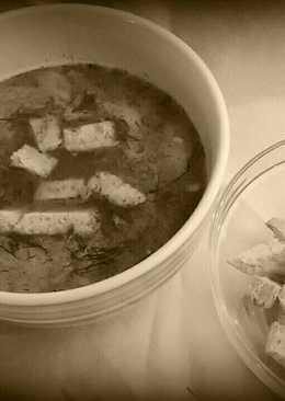 Vizes kaporleves, pirított kenyérkockákkal