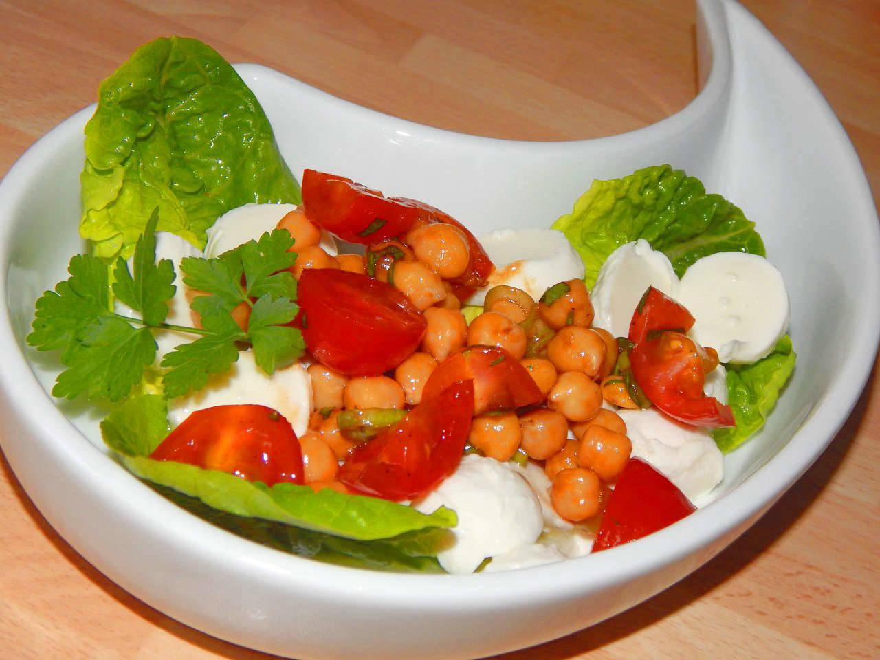 Csicseriborsó saláta recept főfotó