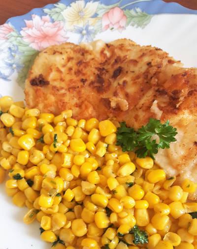 Csirkemell csemege kukoricás körettel