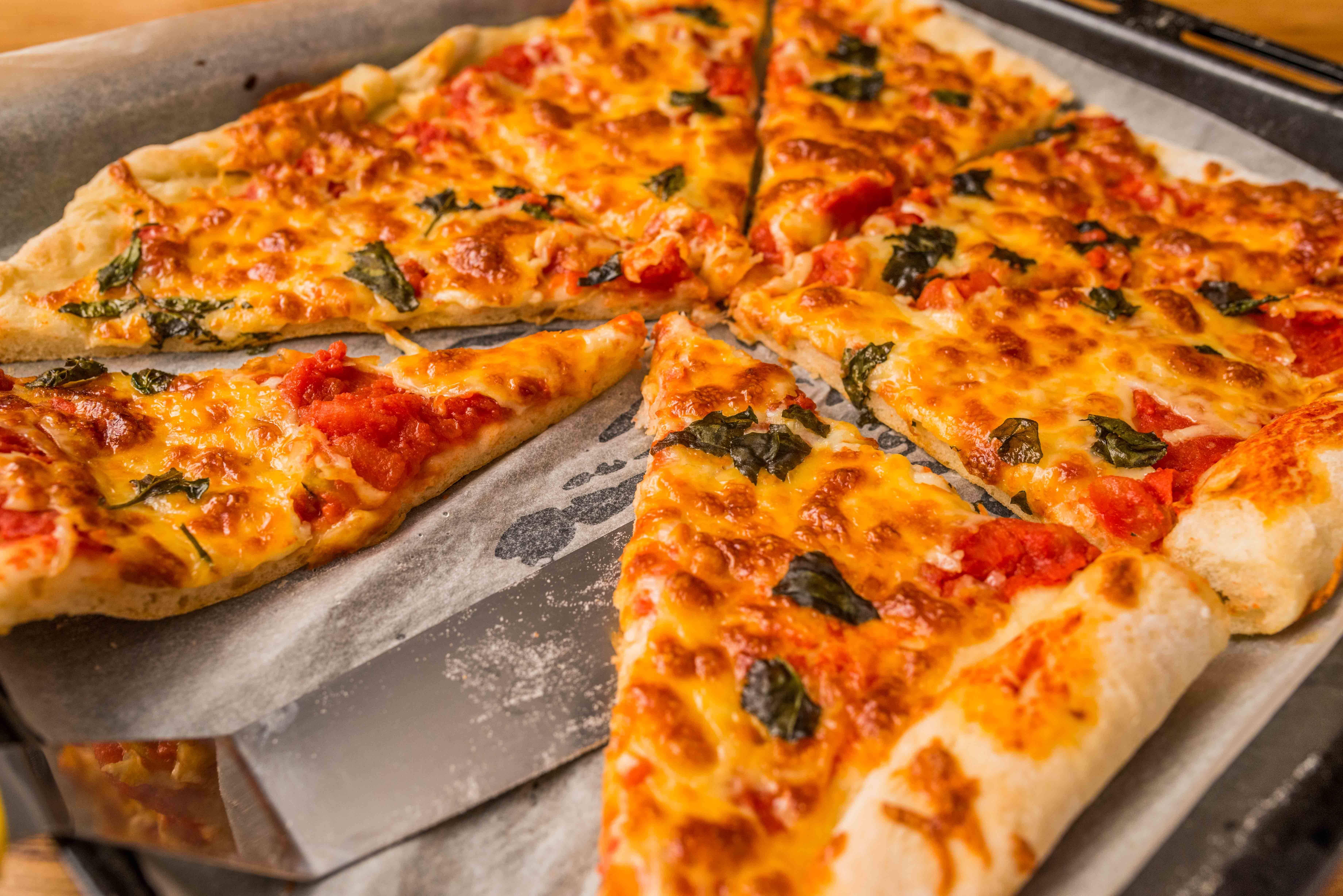 Házi margherita pizza recept főfotó