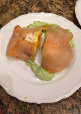 Lazacos buggyantott tojás, avokadóval