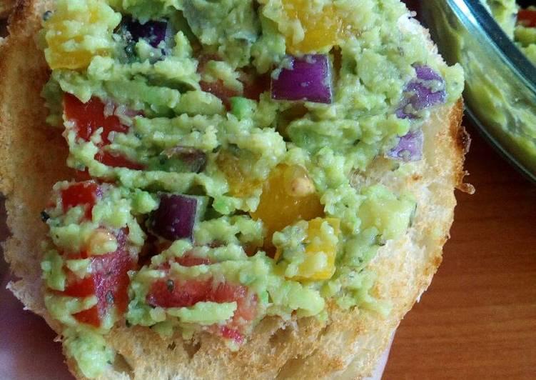 Avokádó saláta pirítóssal