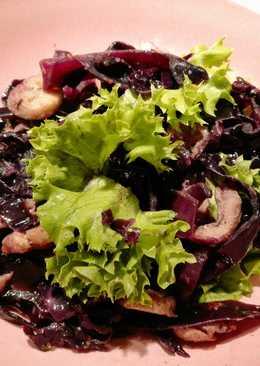 Gombás lilakáposzta saláta