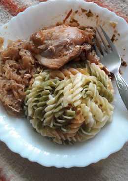 Csirkecomb pörkölt, szalonnás, savanyú káposztával, tésztával