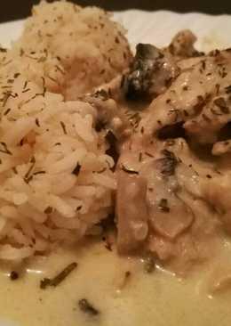 Csirkeragu, fehérboros sajtmártásban