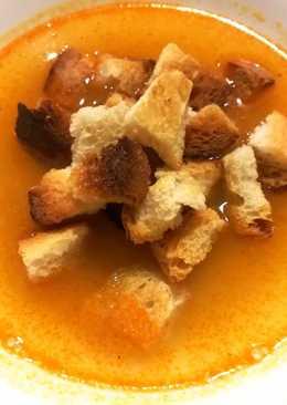 Rántott leves, pirított kenyérkockával