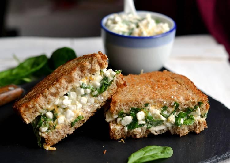 Spenótos-sajtos reggeli szendvics