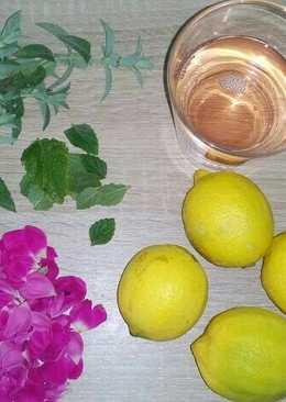 Citromos-rózsás limonádé