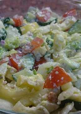 Tavaszi saláta feta sajtos öntettel