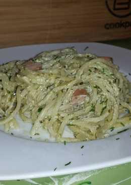 Medvehagymás, kecskesajtos, virslis spagetti