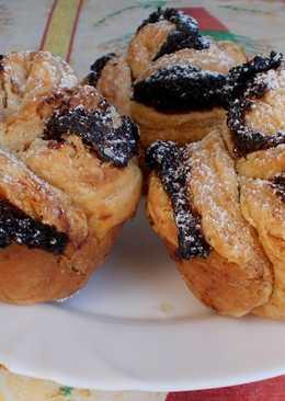 Hájas - leveles sütemények, szilvalekváros rózsa muffin