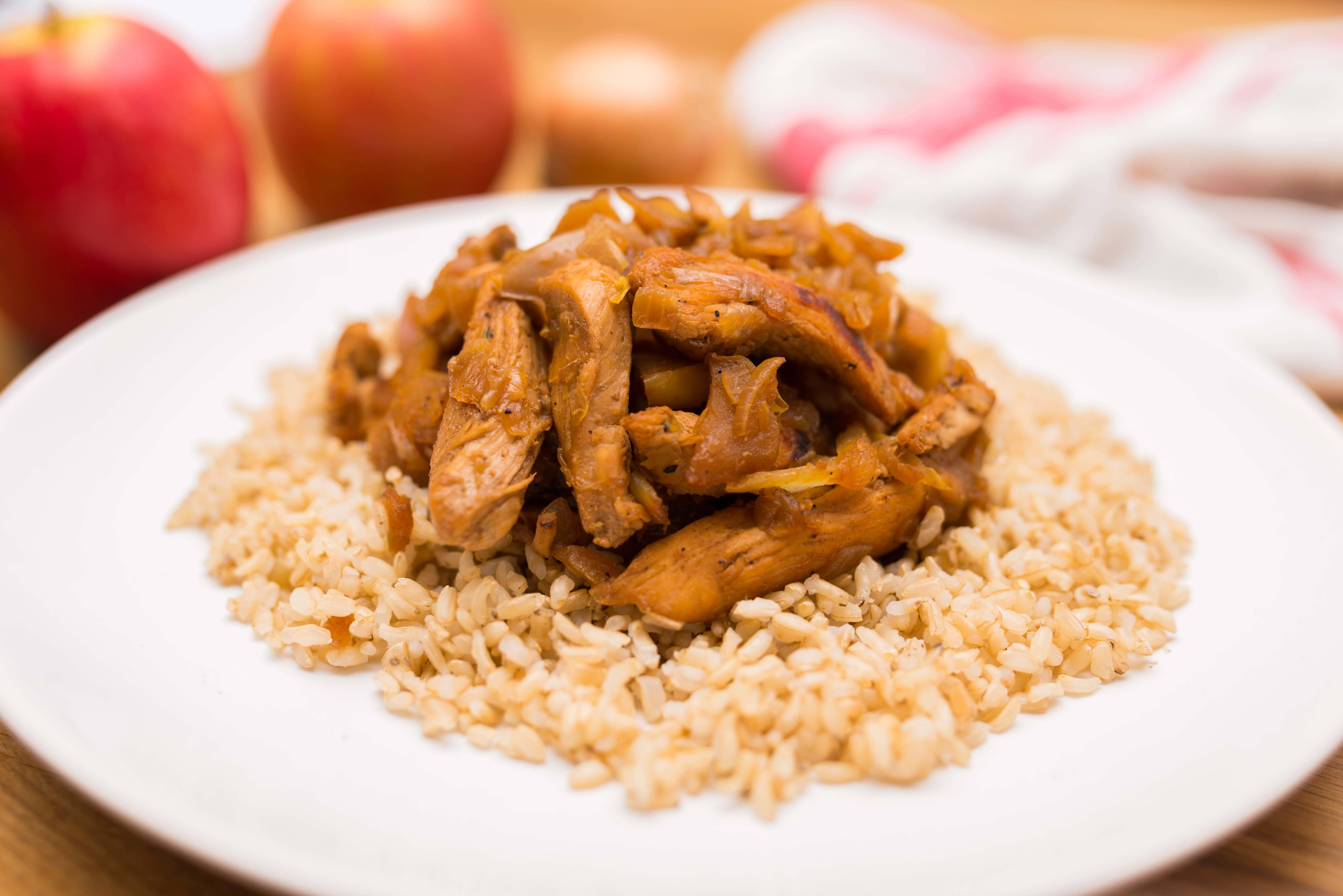 Almás-hagymás csirkemell csíkok recept főfotó