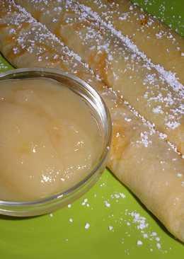 Barnított vajas palacsinta sült körte-krémmel és vaníliás porcukorral