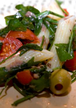 Tonhalas tészta saláta