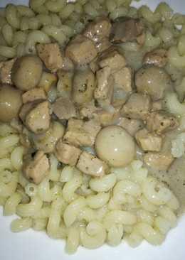 Sertés tokány gombával és tésztával
