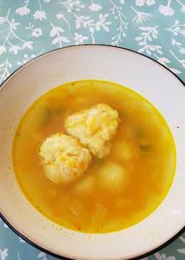 Ínycsiklandó sajtgombóc leves