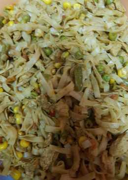 Currys, zöldséges, pulykamelles rizstészta