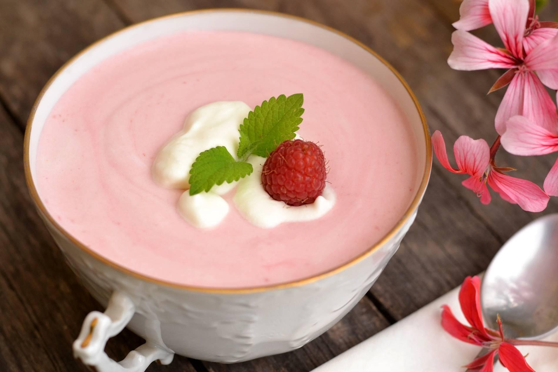 Joghurtos-tejszínes málnaleves recept főfotó