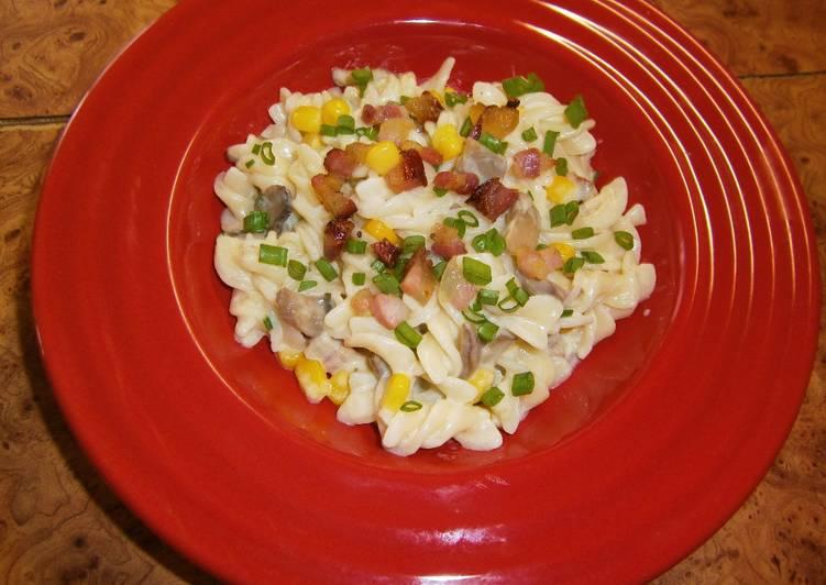 Gombás kukoricás tészta baconnel és sajttal