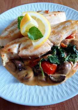 Grillezett tengeri hal filé, tejszínes zöldségekkel