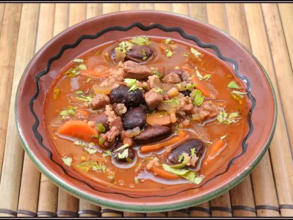 Spanyol húsos-bableves