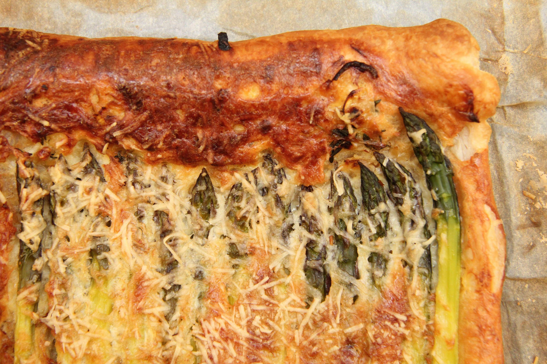 Zöldspárgás-sajtos párna recept főfotó
