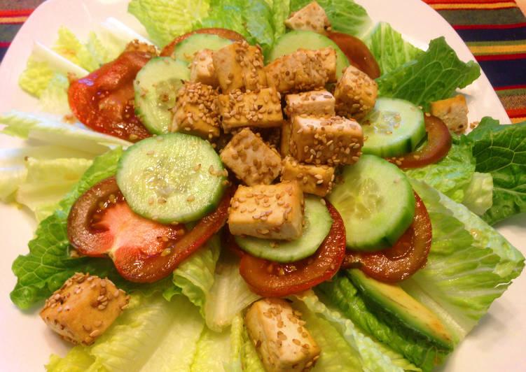 Római saláta szezámmagos tofuval