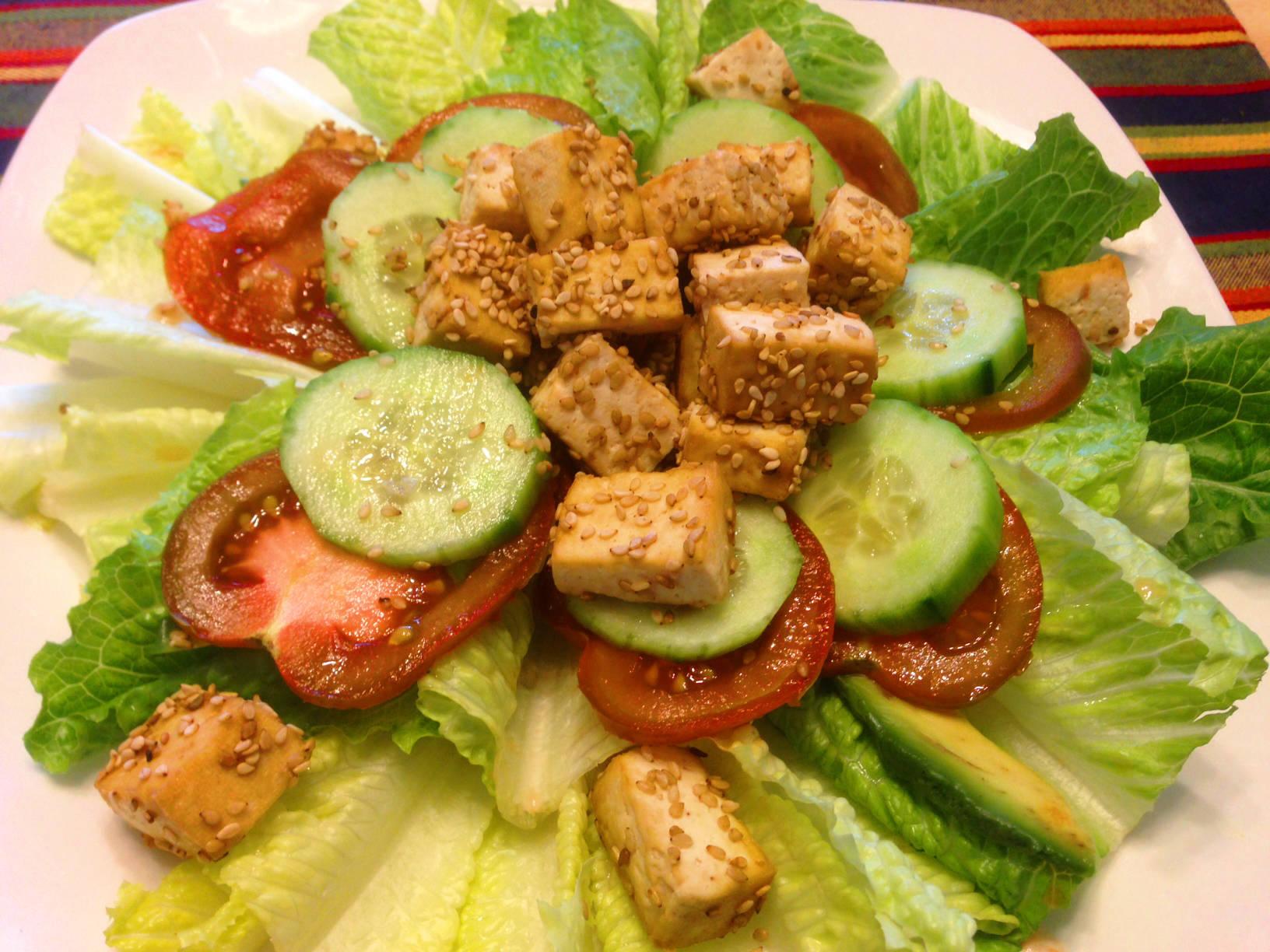 Római saláta szezámmagos tofuval főfotó