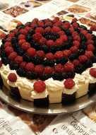 Fehércsokis málna-fekete eper torta