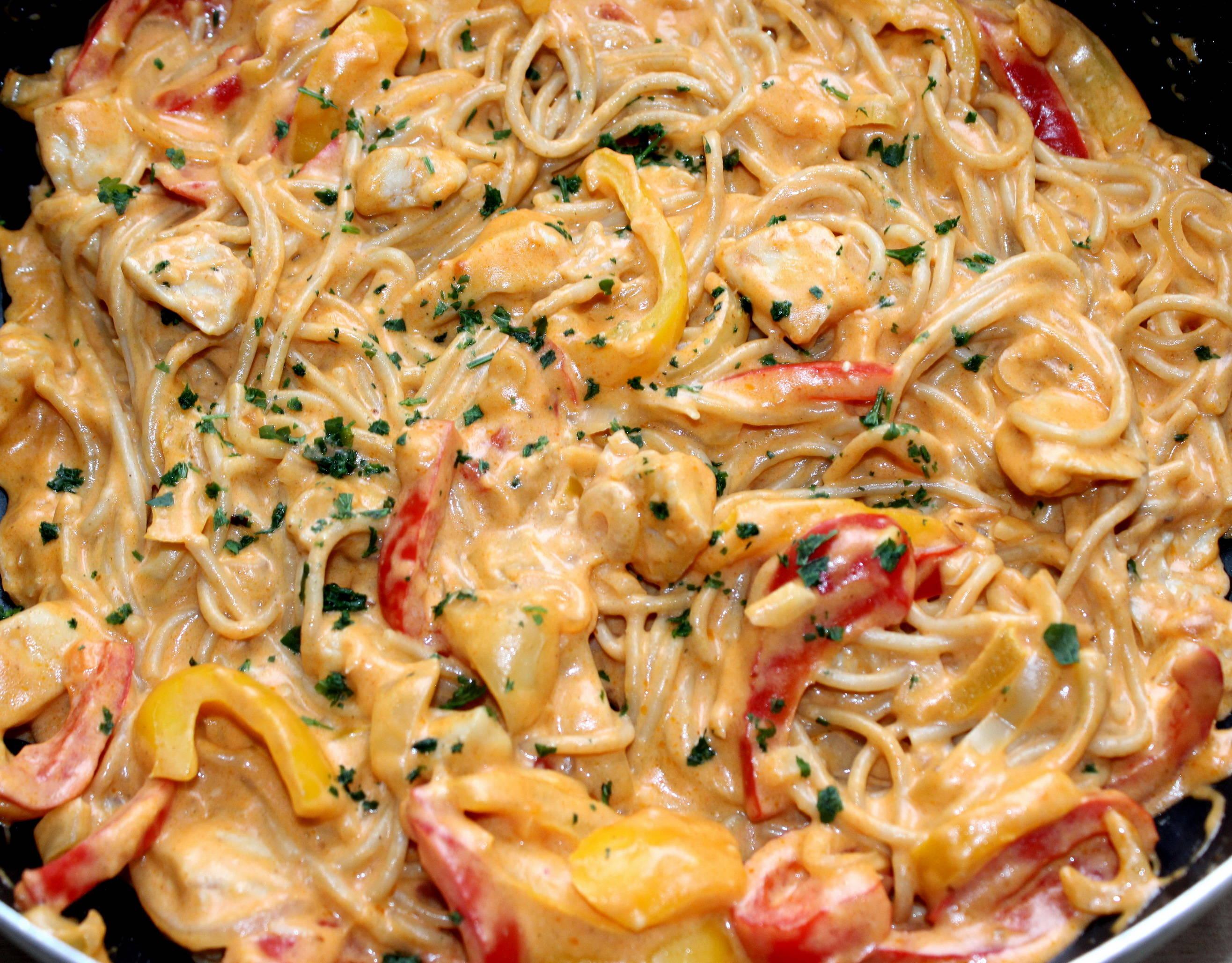 Sajtos-csirkés fajitas spagetti recept főfotó
