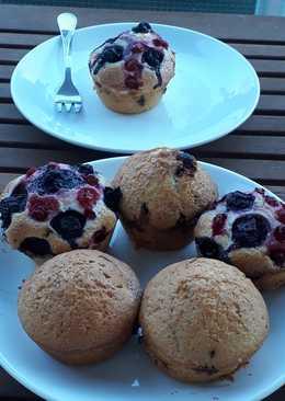 Áfonyás-ribizlis muffin csokidarabokkal