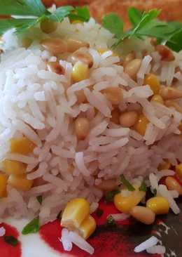 Pirított fenyőmagos-kukoricás rízs