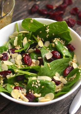 Vörösáfonyás, mandulás spenót saláta