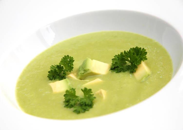 Uborkás avokádó leves