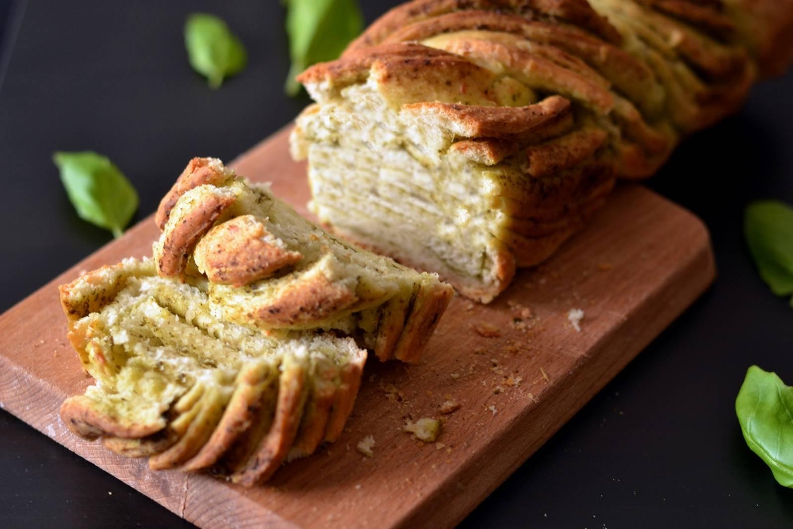 Bazsalikomos pestos csavart kenyér recept főfotó